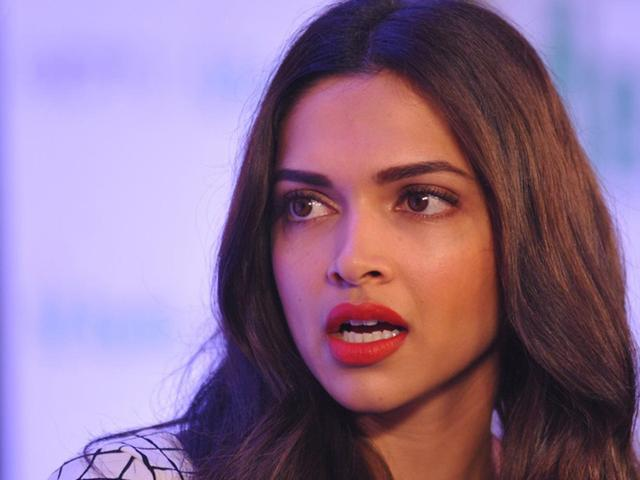 Deepika Padukone Hot HD Pictures and Whatsapp Dp Download Free